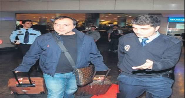 Şarkıcı Arto'ya polise hakaretten dava açıldı