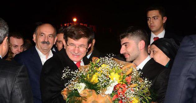 Başbakan Ahmet Davutoğlu Edirne'de çiçeklerle karşılandı