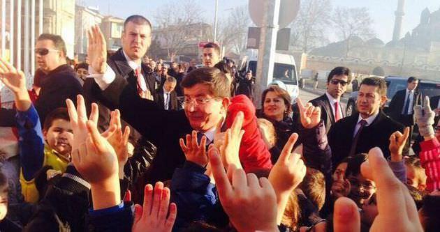 Davutoğlu'dan sürpriz kutlama!