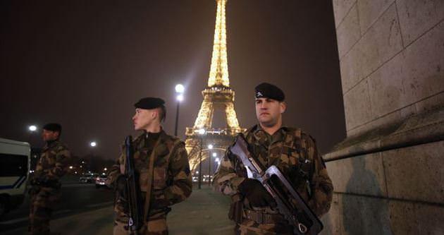 Fransız ordusu Paris'e indi!