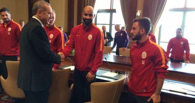 Galatasaraylı futbolcular Erdoğan'ı ziyaret etti!