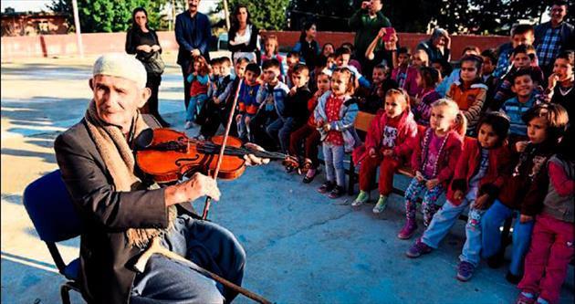 Köy okulunda opera dersleri