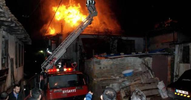 Kastamonu'da tarihi bina yandı