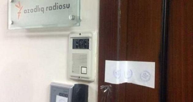 Azeri polisi ABD destekli radyoyu bastı