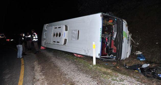 Tur otobüsü devrildi çok sayıda yaralı var