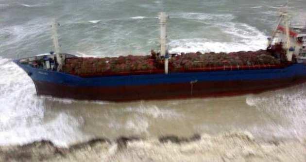 Çanakkale'de gemi karaya oturdu