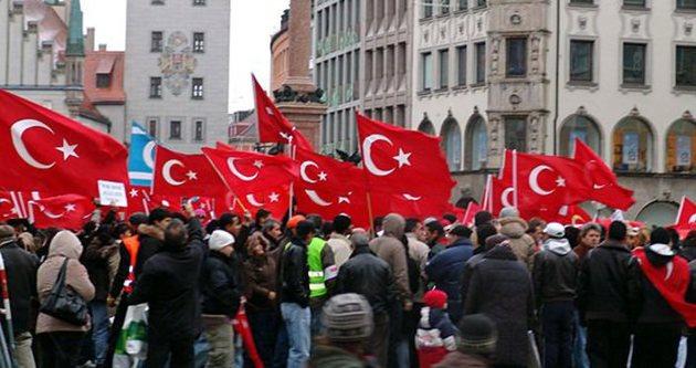 Almanya'daki Türkler ırkçılığa karşı yürüyecek