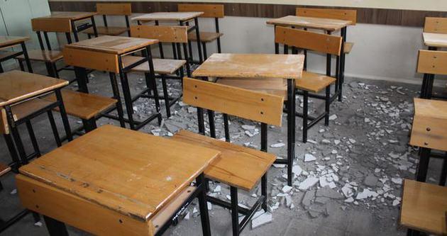 Sınıfın tavanı çöktü