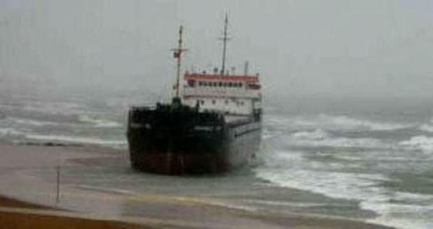 Kuru yük gemisi pendik'te karaya oturdu