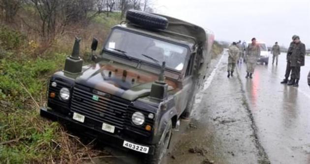 Kocaeli'de askeri araç kaza yaptı