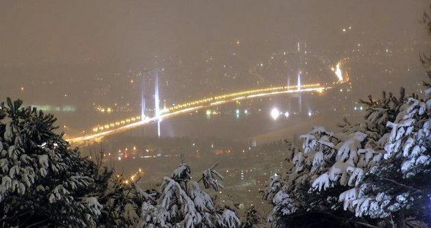 Anadolu yakası güne karla uyandı