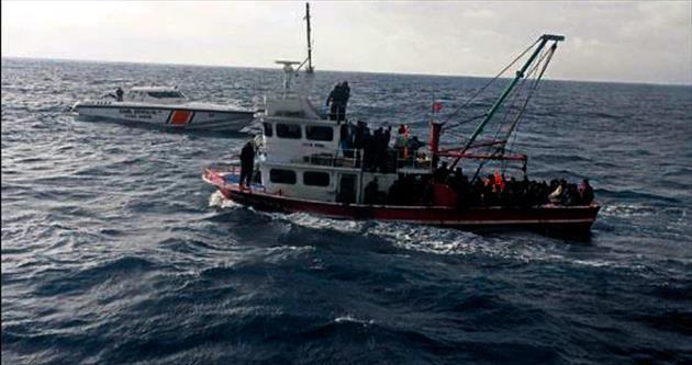 Göçmenlerin imdadına Sahil Güvenlik yetişti