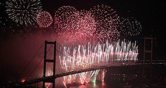Yeni yıl 2015 coşkuyla kutlandı