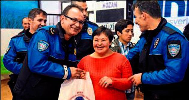 Polis engellilerle eğlendi
