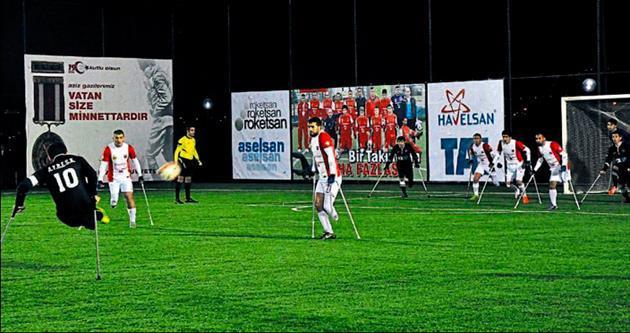 Ampute futbolda ilk kez gece maçı oynandı