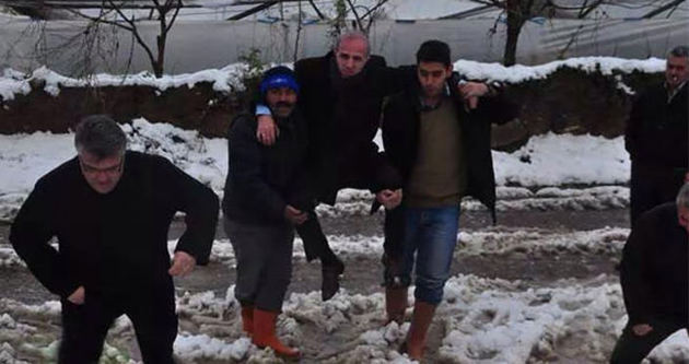 MHP'li başkan çiftçilerin omuzunda incelemelerde bulundu