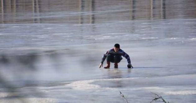 Süs havuzları buz pistine döndü