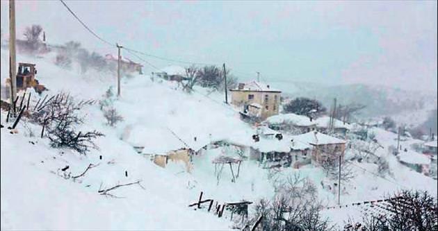 Sağanak yağış ve kar Ege'de afete dönüştü