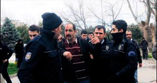Taksim'de zabıta ile seyyar satıcı kavgası