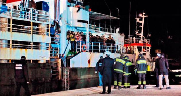 Hayalet gemiden 360 Suriyeli çıktı