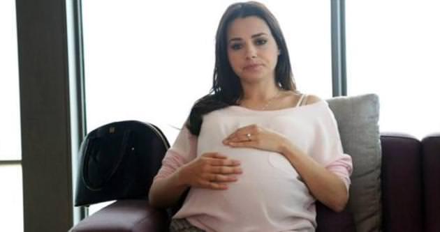 Özgü Namal hamile yogasına başladı