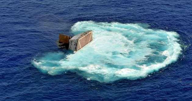Bir gemi daha battı: 8 kayıp
