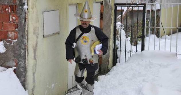'Bela savar' postacı zırhıyla iş başında