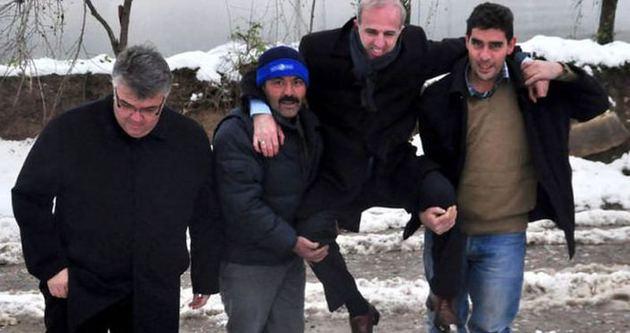 Omuzlarda taşınan başkana kötü haber