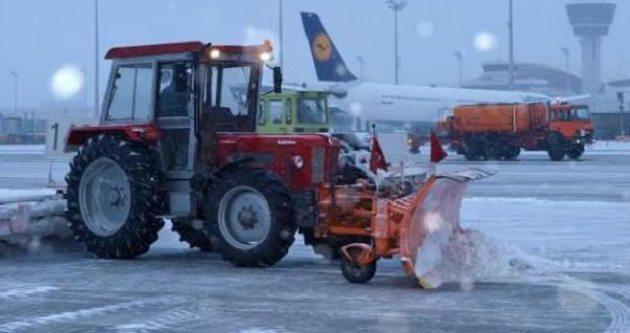 Havalimanı'nda kar nöbeti