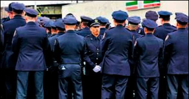 Polisler başkana yine sırtlarını döndü