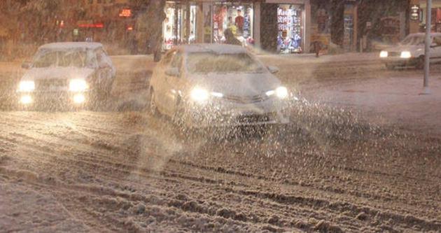 Kar yağdı, karayolu ulaşımı durdu