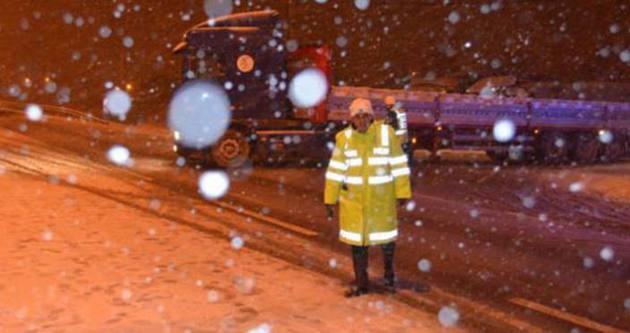 İzmir- Ankara yolu ulaşıma kapandı