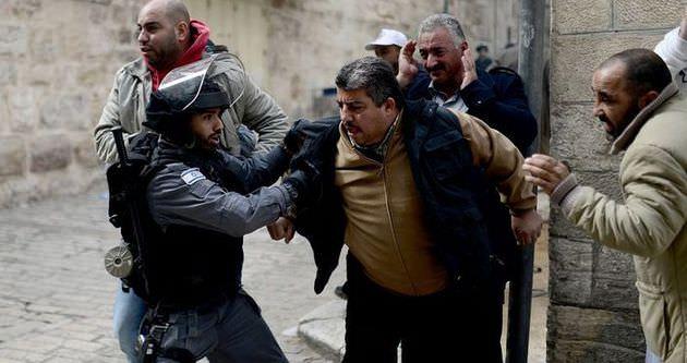 İsraill Filistinlileri gözaltına aldı