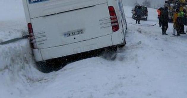 Yolcu otobüsü yan yattı