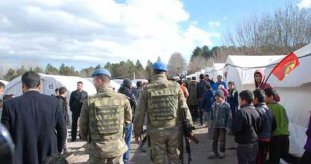 Asker PKK flama ve posterleri indirdi