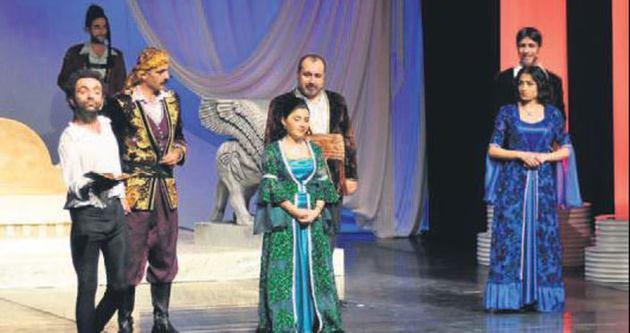 'Kürt Prensi Hamlet' Mersin'de sahnelendi