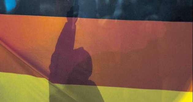 'PEGIDA SUS bizi göçmenler şampiyon yaptı'