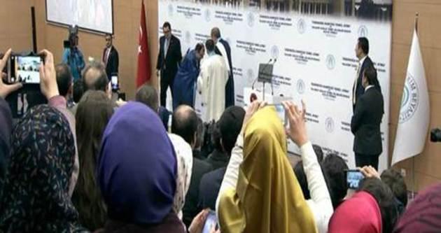 Prof. Dr. Uşan, Erdoğan'ın elini öpmek istedi ama...