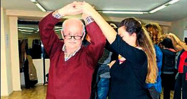 72 yaşındaki Recep dede salsa öğrendi