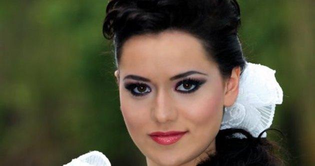 Fahriye Evcen'den Burak Özçivit'e sevgili indirimi