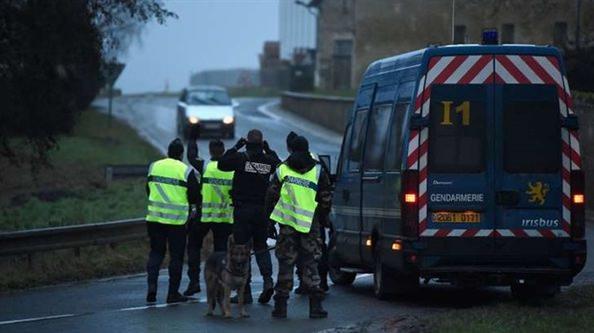 Charlie Hebdo zanlıları kıstırıldı
