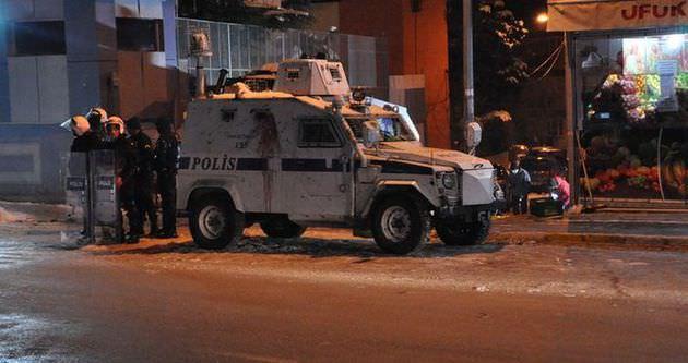 Polis karakoluna el yapımı patlayıcı atıldı