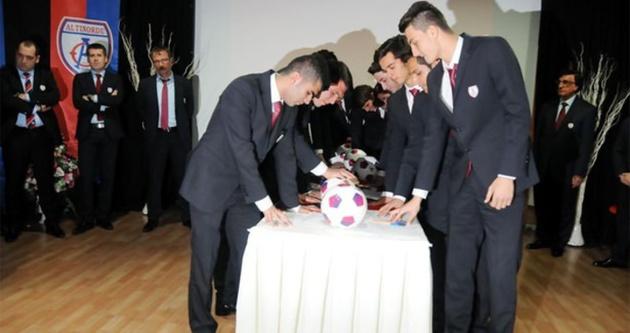 Futbol kulübünde ilginç yemin töreni