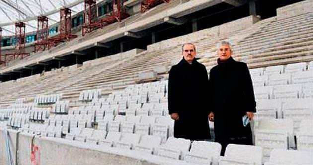 Timsah Arena'da koltukların montajı başladı