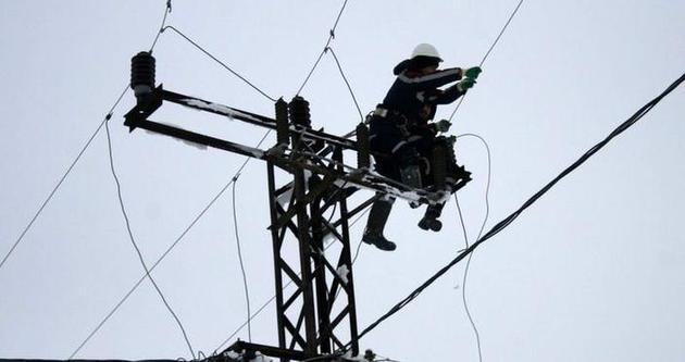 Elektrik için ölüme meydan okuyorlar