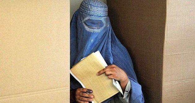 Doğu Türkistan'da şimdi de burka yasağı