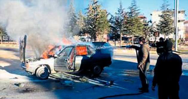 Elektrik kontağı otomobil yaktı