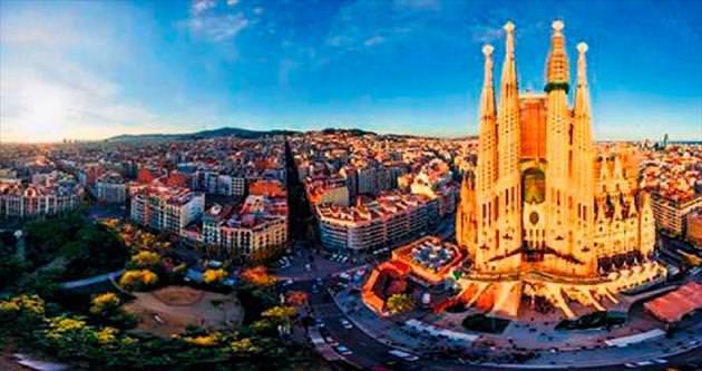 Kadınlar Barselona'yı erkekler Prag'ı turladı