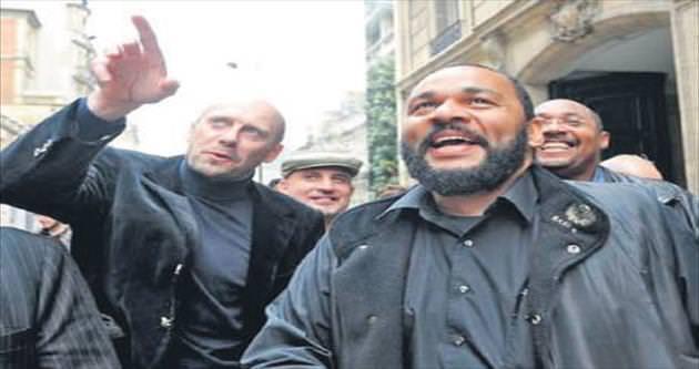 Fransız komedyene terör soruşturması