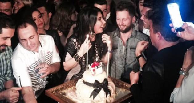 Hande Yener doğum gününü kutladı